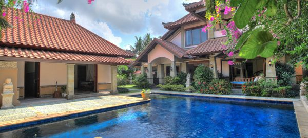 For SALE: Stunning Freehold Villa in Seminyak, Oberei Bali